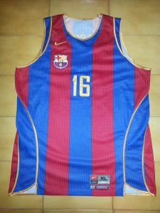 Barcelona 2000-01 Home kit