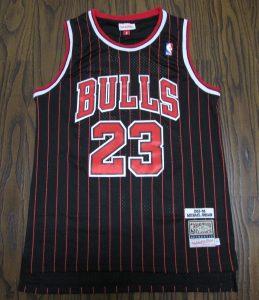 Chicago Bulls 1997 -98 alternate pinstriped jersey